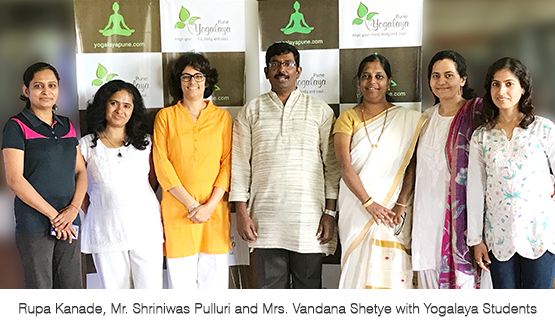Rupa Kanade with Mr. Shriniwas Pulluri and Mrs. Vandana Shetye and students